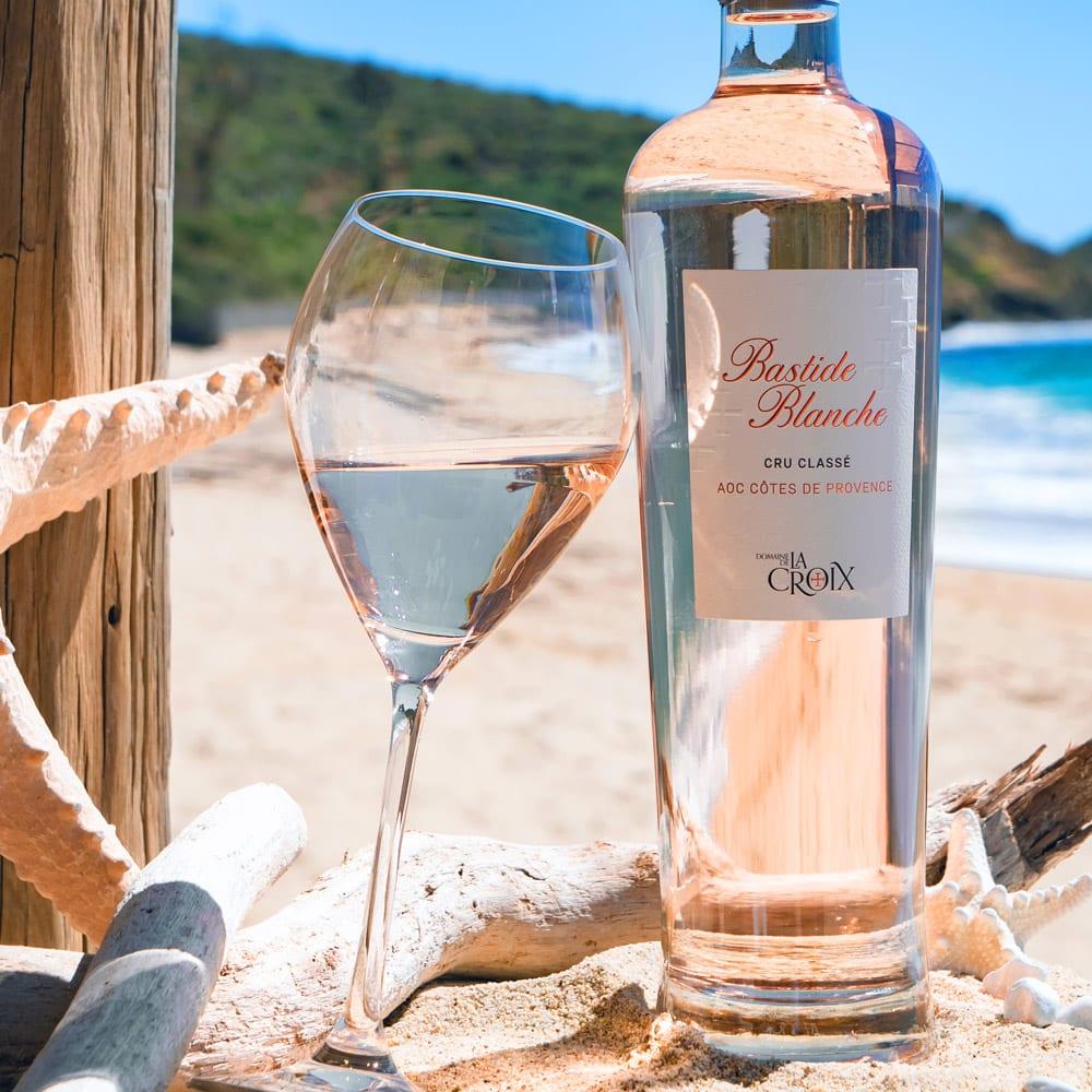 sudnly-Les-raisins-du-plaisir-Domaine-de-la-Croix-bouteille-rosé-plage