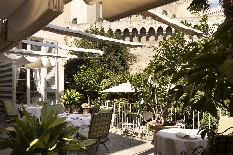 hotel-la-mirande-photo-ch-bielsa-terrasse-restaurant-la-mirande