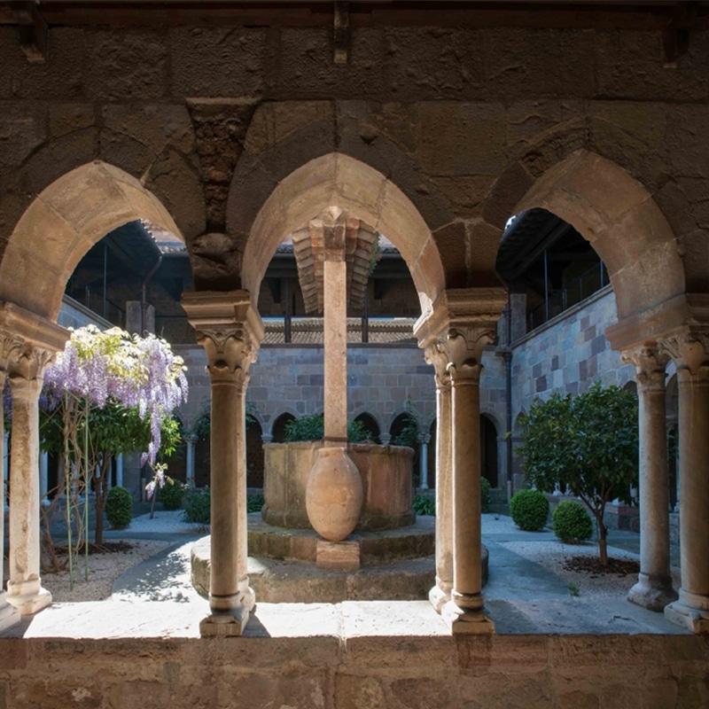 Sudnly_Monument_jeu_d'enfant_Cloître-de-la-cathédrale-de-Fréjus-©-Philippe-Berthé-CMN