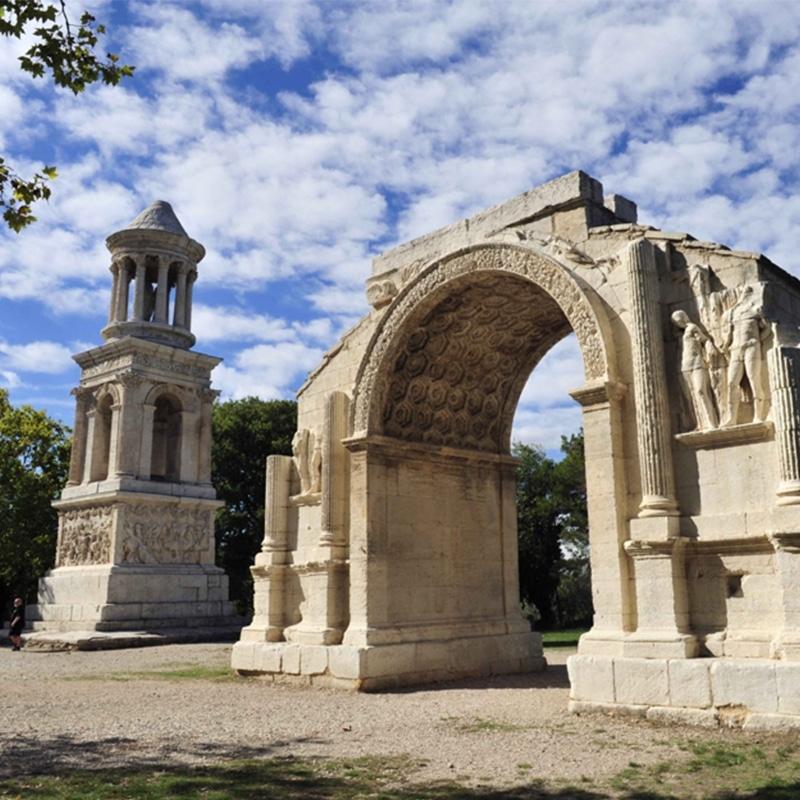 Sudnly_Monument_jeu_d'enfant_Site-archéologique-de-Glanum-©-Didier-Plowy-CMN
